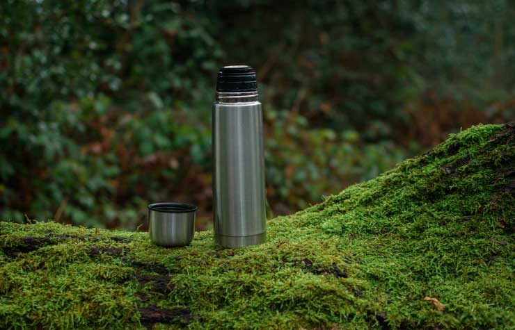 Thermos-container-on-moss